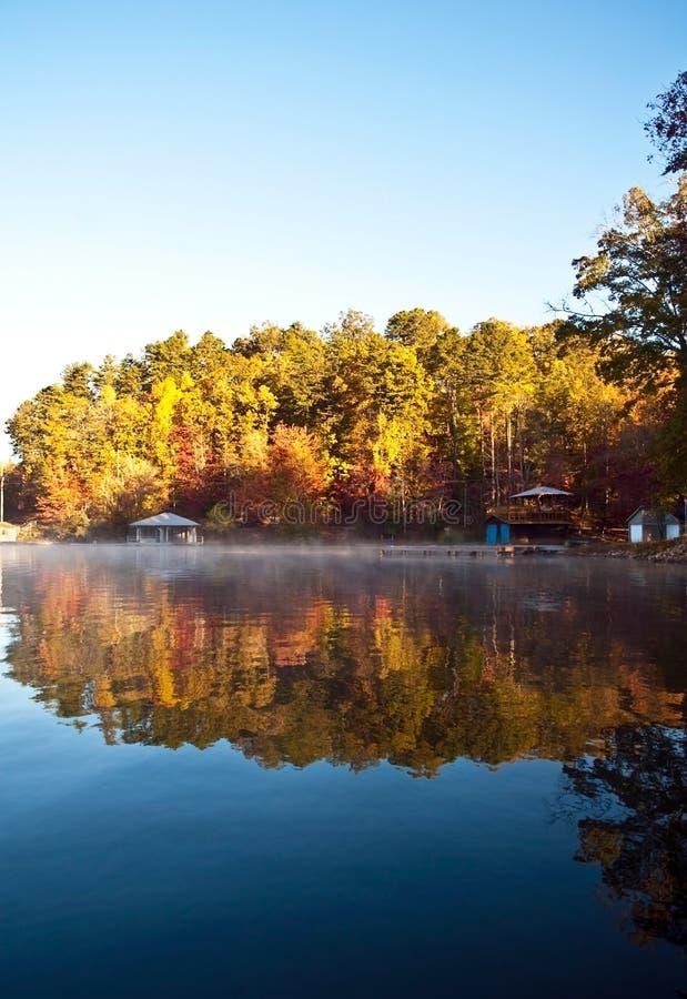 De Bezinningen van de herfst stock foto's