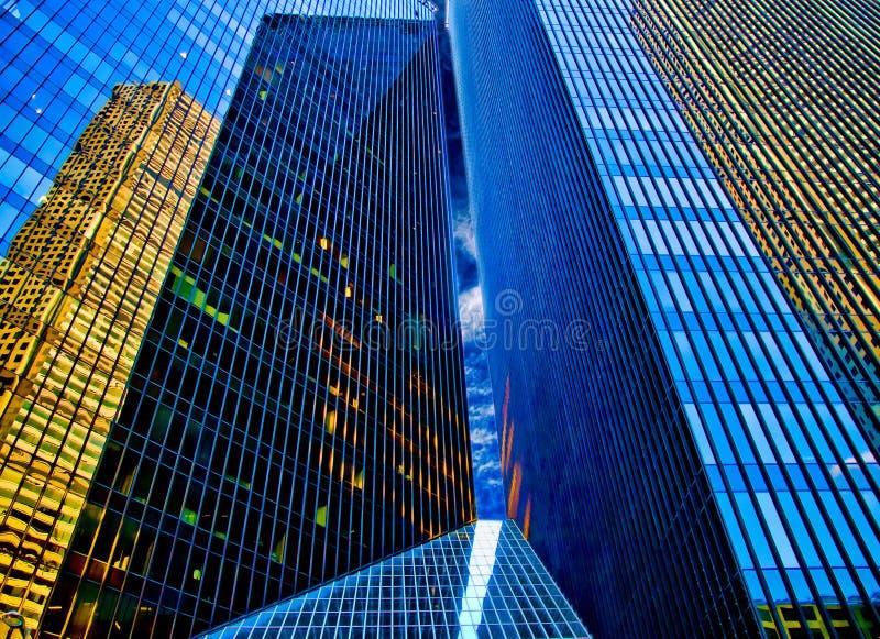 De Bezinningen van de wolkenkrabber stock fotografie