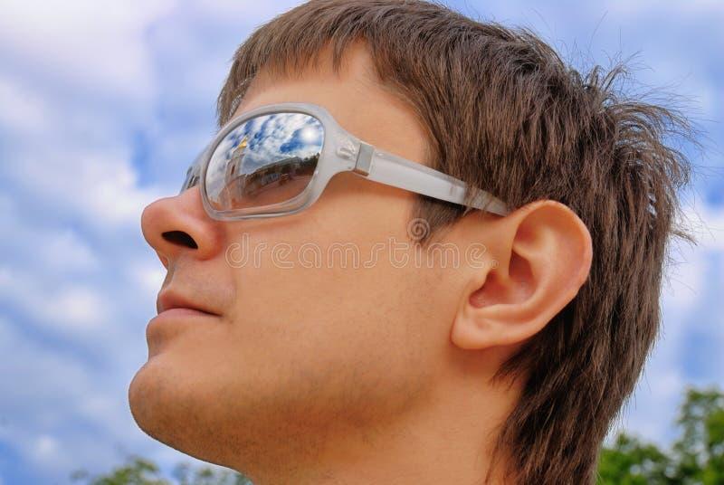 De Bezinningen van de zonneschijn in Glazen royalty-vrije stock afbeeldingen