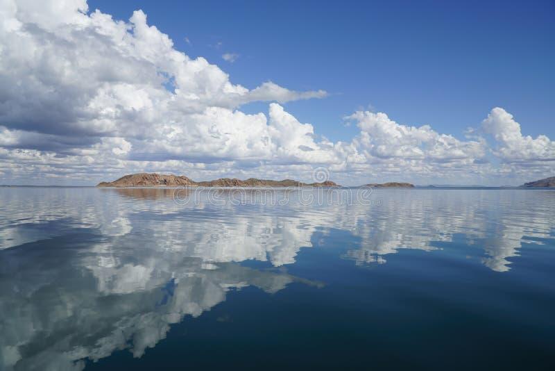 De bezinningen van meeragryle Westelijk Australië over water royalty-vrije stock foto
