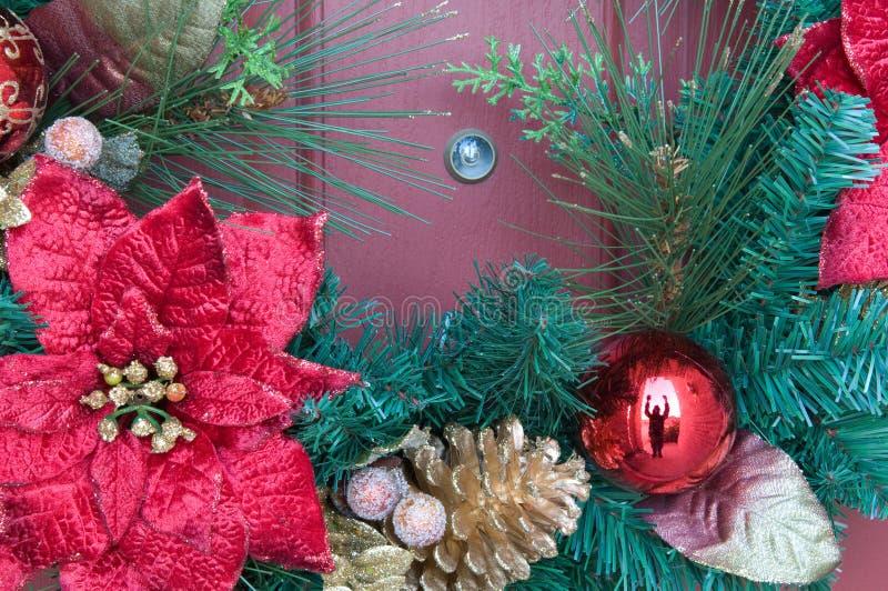 De Bezoeker van Kerstmis bij de Deur stock afbeeldingen