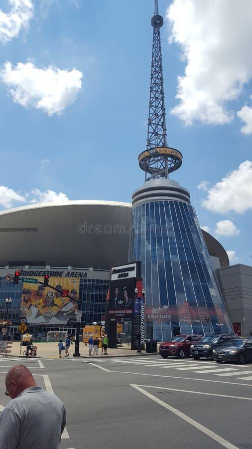 De Bezoekers van Nashville centreren bij de Arenadownti van Bridgestone stock afbeeldingen