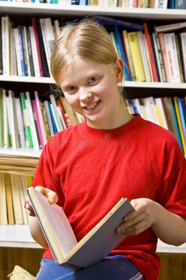 In de bibliotheek stock afbeelding