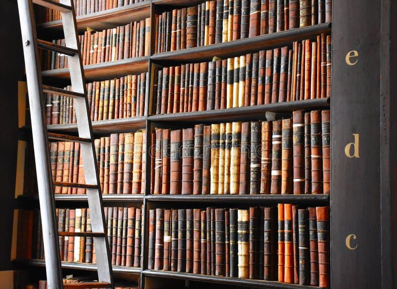 De Bibliotheek van de drievuldigheidsuniversiteit, Dublin, Ierland stock foto