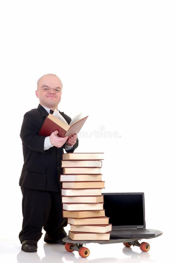 De bibliotheek van Internet het dwerg surfen stock foto