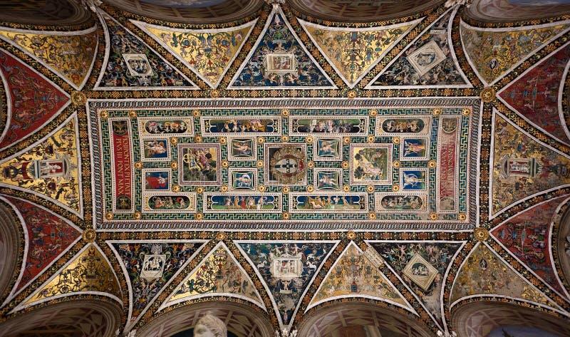 De Bibliotheek van plafondpiccolomini, Duomo, Kathedraal, Siena, Toscanië, Toscanië, Italië, Italië royalty-vrije stock afbeelding