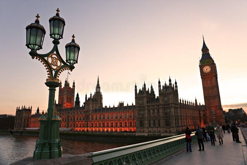 De Big Ben en huis van het Parlement in vroege avond i royalty-vrije stock afbeeldingen