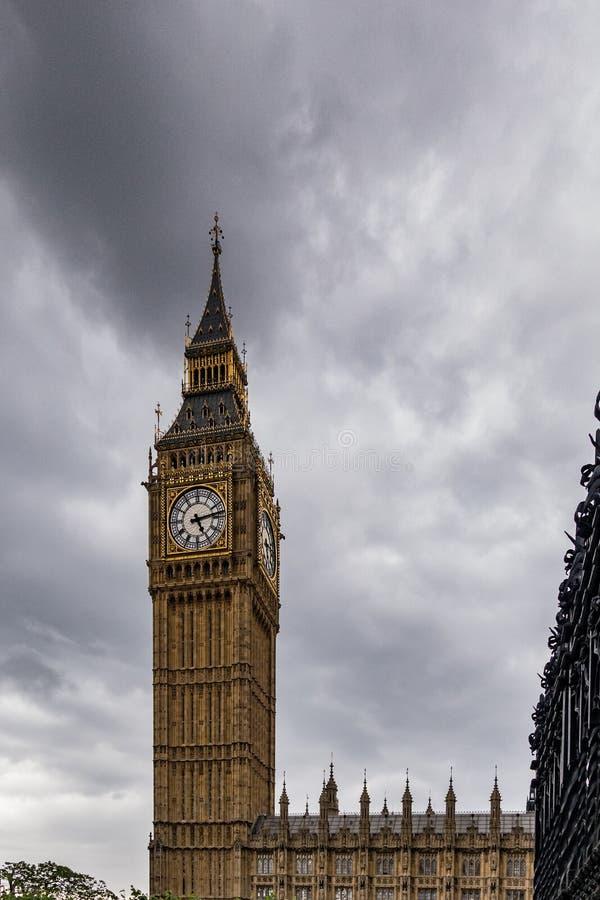 De Big Ben in Londen Engeland het Verenigd Koninkrijk royalty-vrije stock afbeelding
