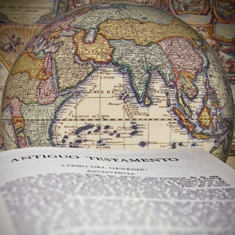 De bijbel op de bol royalty-vrije stock afbeelding