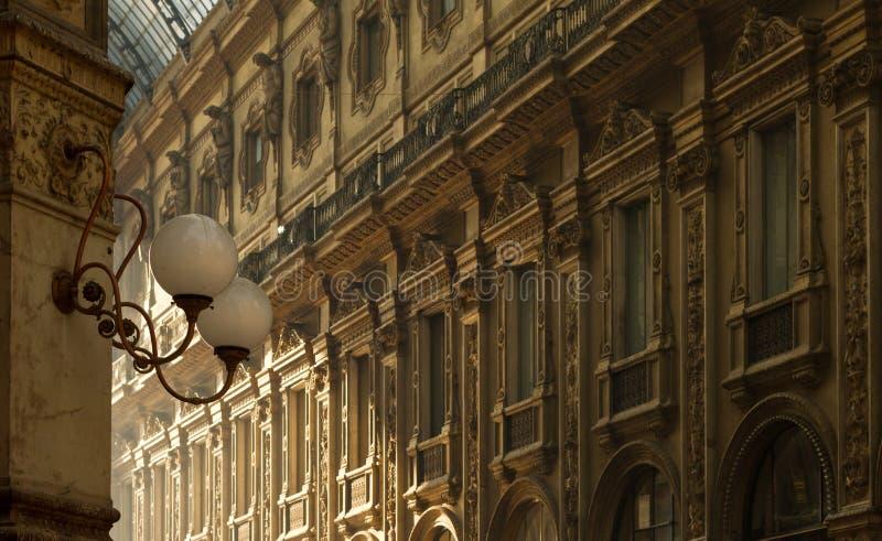 De binnenlandse architectuur van Vittorio Emanuele Gallery stock afbeelding