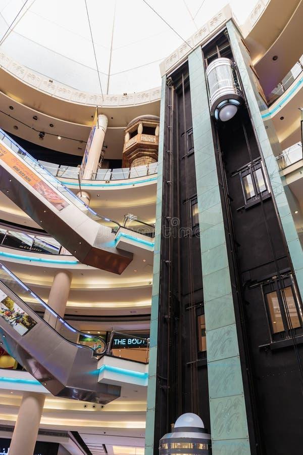 De binnenlandse Centrale Megawandelgalerij van Souq in Sharjah de V.A.E stock foto