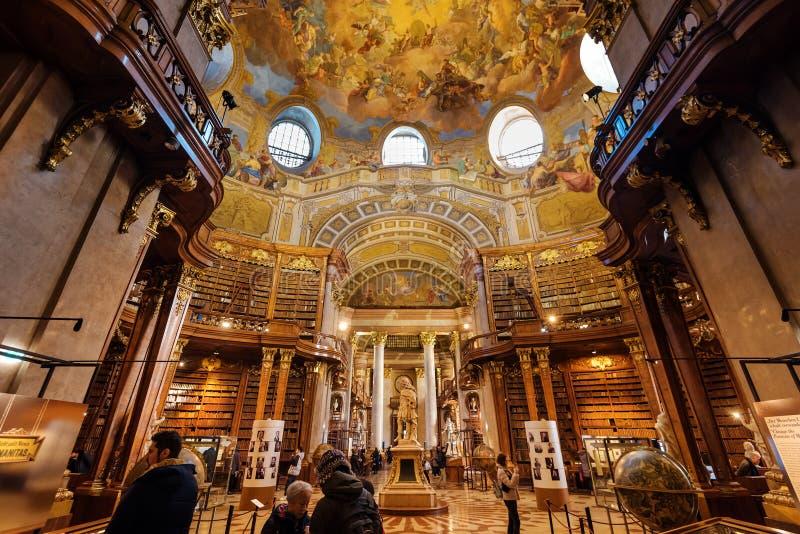 De Binnenlandse Grote Zaal van de Hofburgbibliotheek stock afbeeldingen