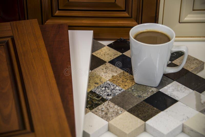 De binnenlandse keuken remodelleert planning, deuren, kabinetten, tellers royalty-vrije stock afbeeldingen