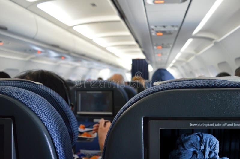 De binnenlandse passagiers van de vliegtuigcabine stock foto