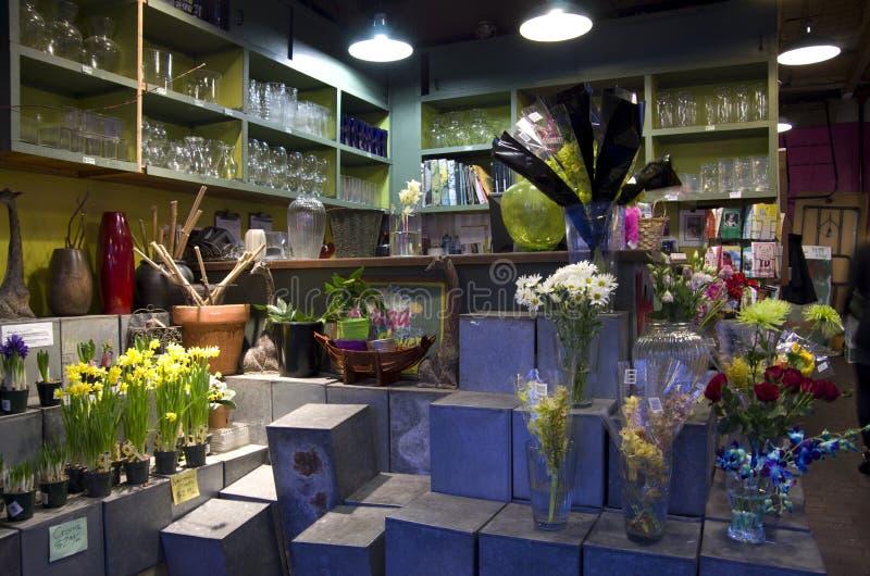 De binnenlandse verlichting van de bloemwinkel stock foto's