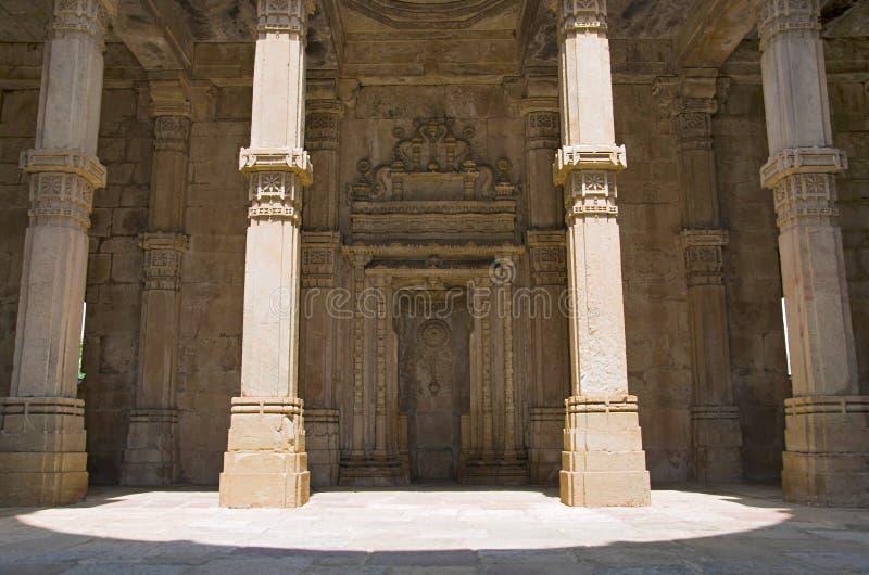 De binnenmening van de Moskee van Kevada Masjid, Unesco beschermde Champaner - het Archeologische Park van Pavagadh, Gujarat, Ind royalty-vrije stock foto
