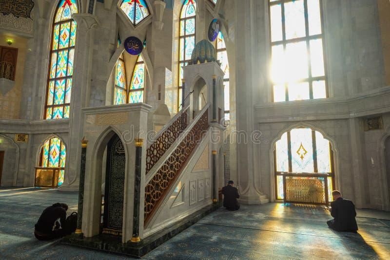 De binnenmoskee van Kul Sharif in Kazan Rusland tijdens de winter stock afbeeldingen