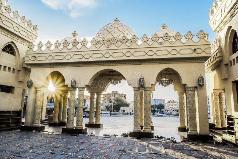 De binnenplaats van een moskee in Hurghada royalty-vrije stock afbeeldingen