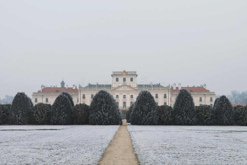 De binnenplaats van het Esterhazykasteel in de winter, Fertod stock fotografie