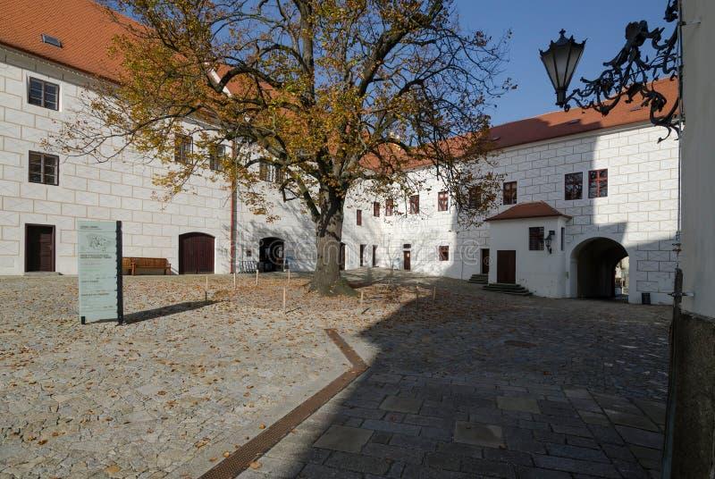 De binnenplaats van Trebic-kasteel, Tsjechische Republiek stock afbeeldingen