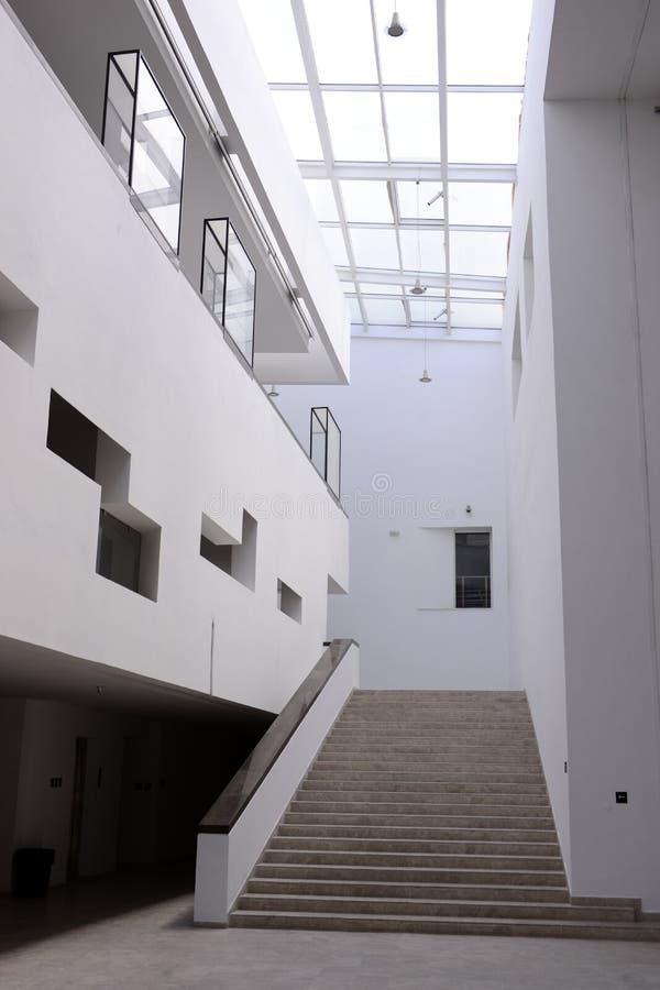 De Binnentrap van het Bardomuseum, Moderne Architectuur, Reis Tunesië stock foto