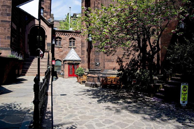 De Bisschoppelijke Kerk van heilige George in de Stad van New York stock fotografie