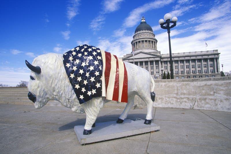 De bizon schilderde met Amerikaanse vlag, Communautair kunstproject, de Winterolympics, capitol van de staat, Salt Lake City, UT royalty-vrije stock foto