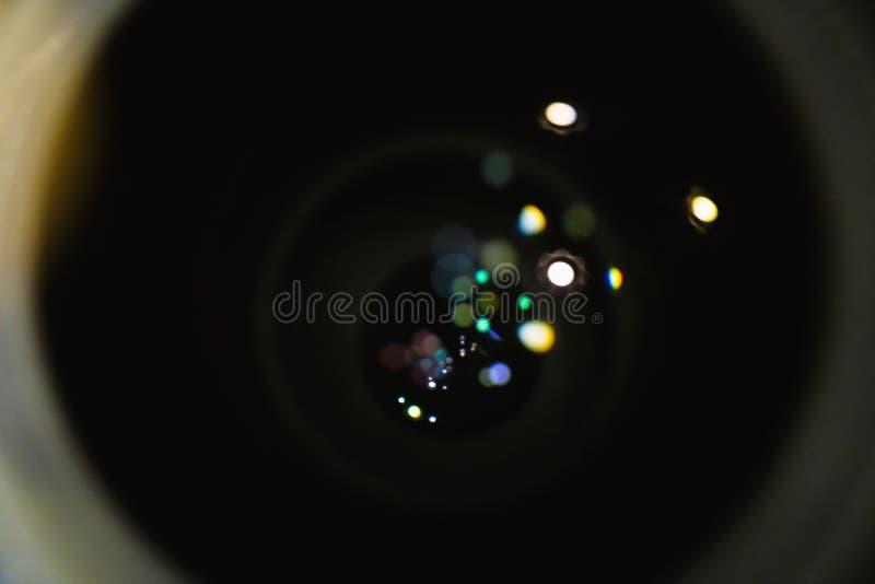 Download De Bladen Van De Close-upopening Met Bezinningsgloed Van Lens Stock Afbeelding - Afbeelding bestaande uit technologie, zwart: 107704615