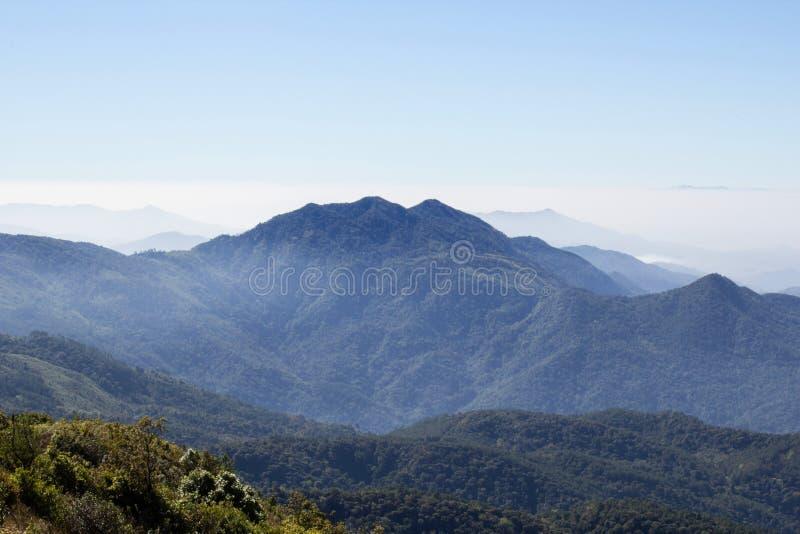 De blauwe Appalachian Bergen van het hemel Toneellandschap stock foto