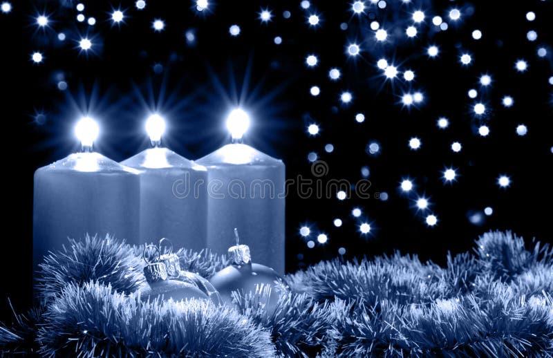 De blauwe avond van Kerstmis royalty-vrije stock afbeeldingen