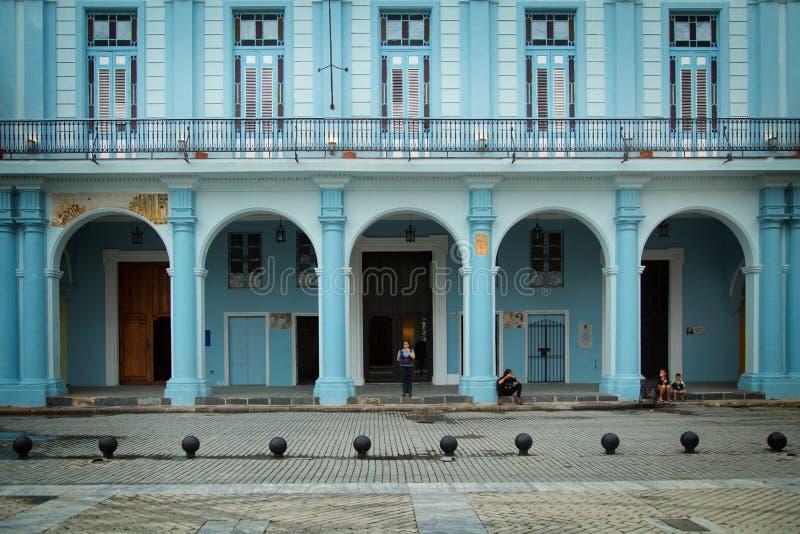 De blauwe bouw in Havana in Cuba royalty-vrije stock foto