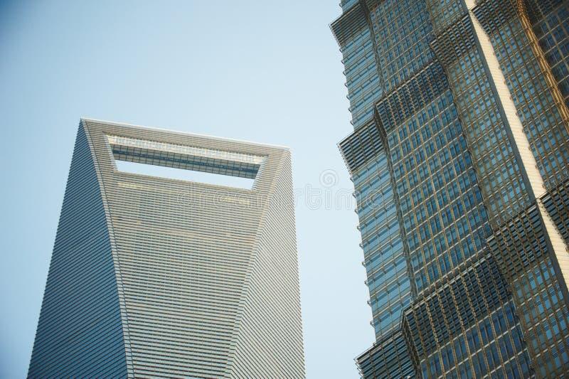 De blauwe close-up van de bedrijfsglaswolkenkrabber, bureaucentrum Shanghai, China stock fotografie