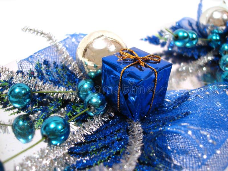 De blauwe decoratie van kerstmis doos met handbell en ballen stock foto afbeelding 1846732 - Blauwe turquoise decoratie ...
