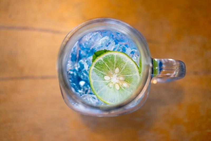De blauwe drank van de cocktail verfrissende zomer royalty-vrije stock fotografie