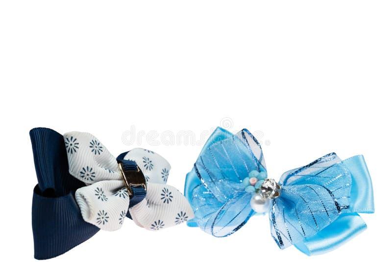 De blauwe en zwarte banden van het booghaar op wit geïsoleerde achtergrond royalty-vrije stock fotografie