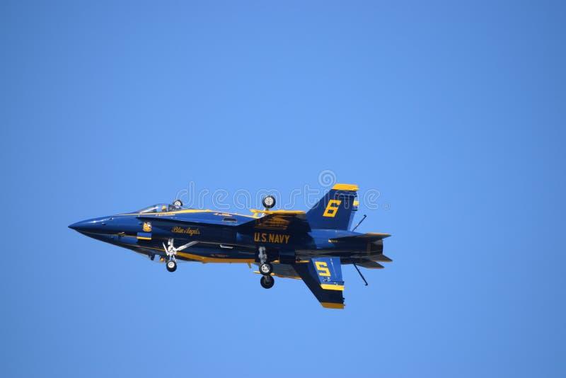 De blauwe Engelen kijken als één enkel vliegtuig royalty-vrije stock foto's