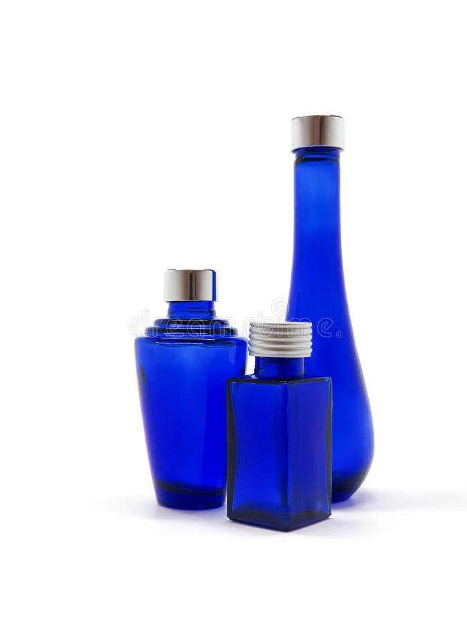 De blauwe Flessen van het Glas Leeg, decoratief, op witte achtergrond royalty-vrije stock afbeeldingen