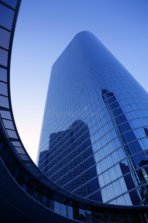 De blauwe gebouwen van de de voorzijdewolkenkrabber van het spiegelglas stock afbeelding