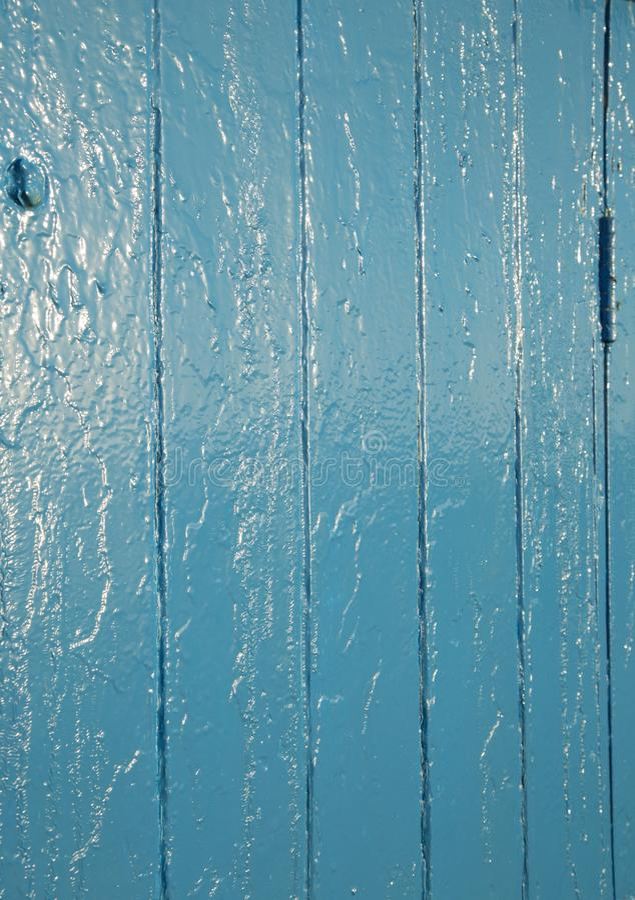 De blauwe geschilderde achtergrond die van de deurtextuur oppervlakteonvolmaaktheid en bezinningen tonen royalty-vrije stock afbeeldingen