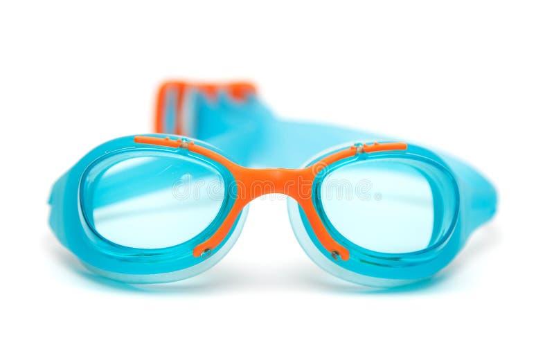 De blauwe glazen voor zwemmen op witte achtergrond stock afbeelding