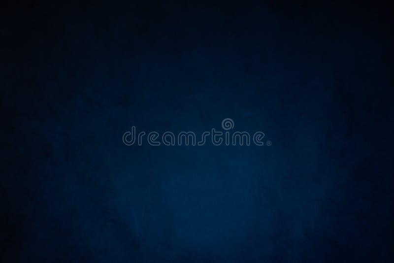 De blauwe grijze abstracte achtergrond, wordt de Studiomuur verlicht door constant licht stock afbeeldingen