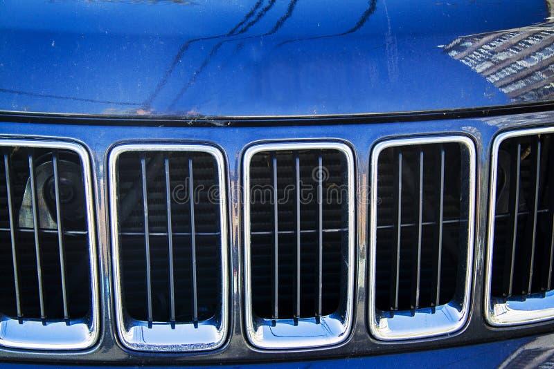 De blauwe grill van de jeep Cherokee radiator stock fotografie