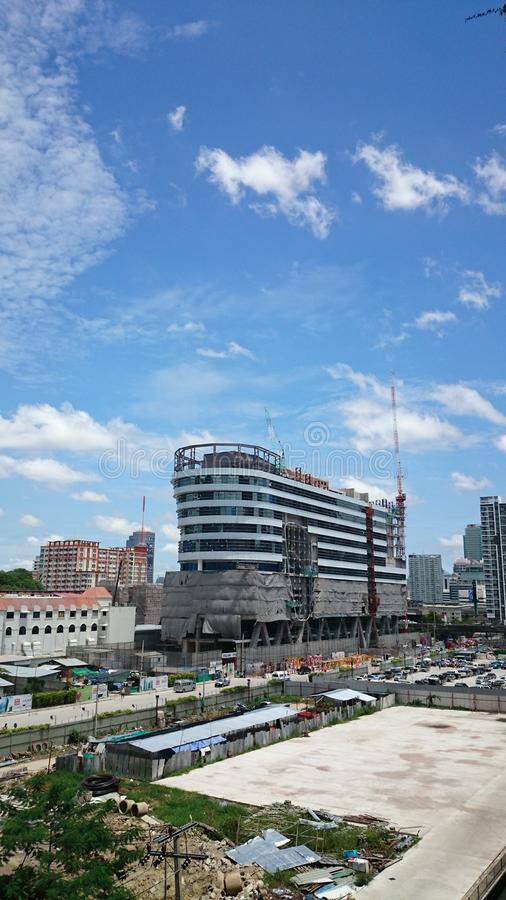 De blauwe hemel van Bangkok stock afbeelding