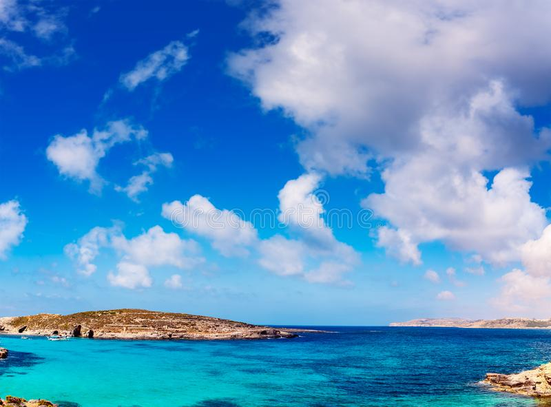 De blauwe lagune op Comino-eiland, Malta Gozo stock afbeeldingen