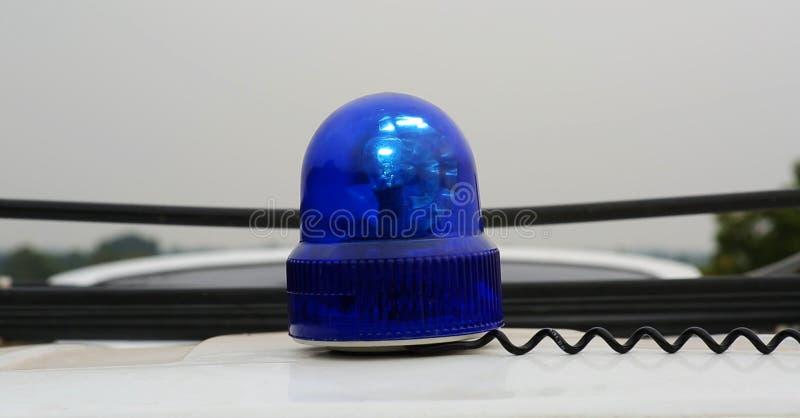 De blauwe lamp van het sirenesignaal voor waarschuwing, opvlammend licht op voertuig, de industriedetail stock fotografie