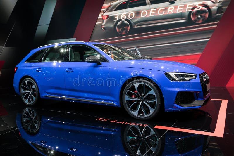 De blauwe nieuwe auto van Audi RS4 Avant van 2018 stock fotografie