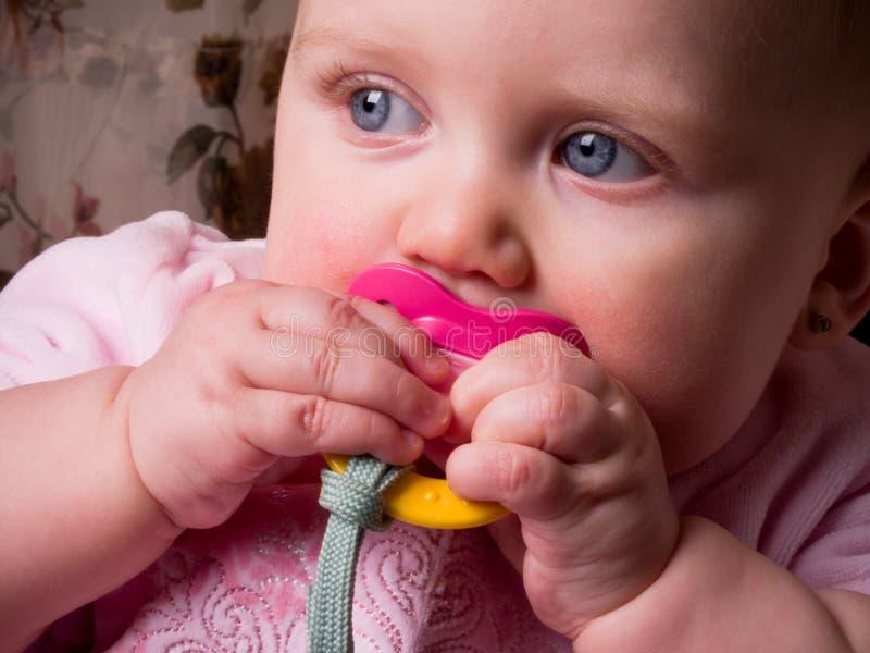 De Blauwe Ogen van de baby met Binky royalty-vrije stock foto