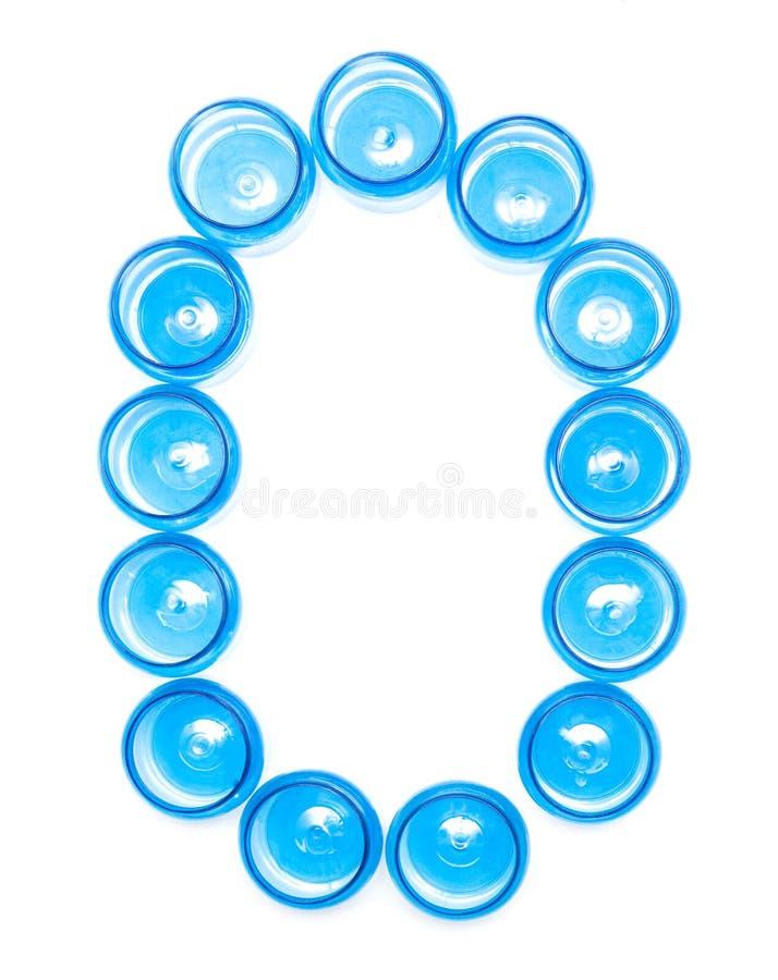 De blauwe plastic kruiken van de tekenbenoeming op een witte achtergrond het Hoge woord O, - het dichtheidspolyethyleen, isoleert stock illustratie