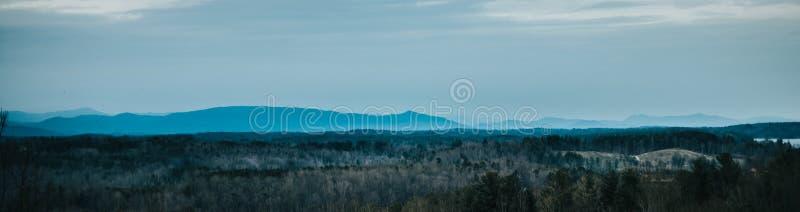 De blauwe randbergen in Noord-Carolina stock afbeelding