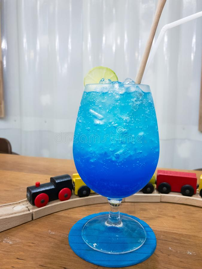 De blauwe Soda van Hawaï in glaskop, Mocktail stock afbeelding